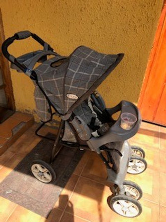 Se regala coche para bebé