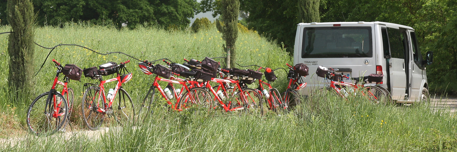 Charnes Tours hybrid rental bikes in a field in Tuscany