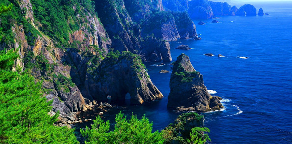 cliffs_of_moher_shore_ireland.jpg