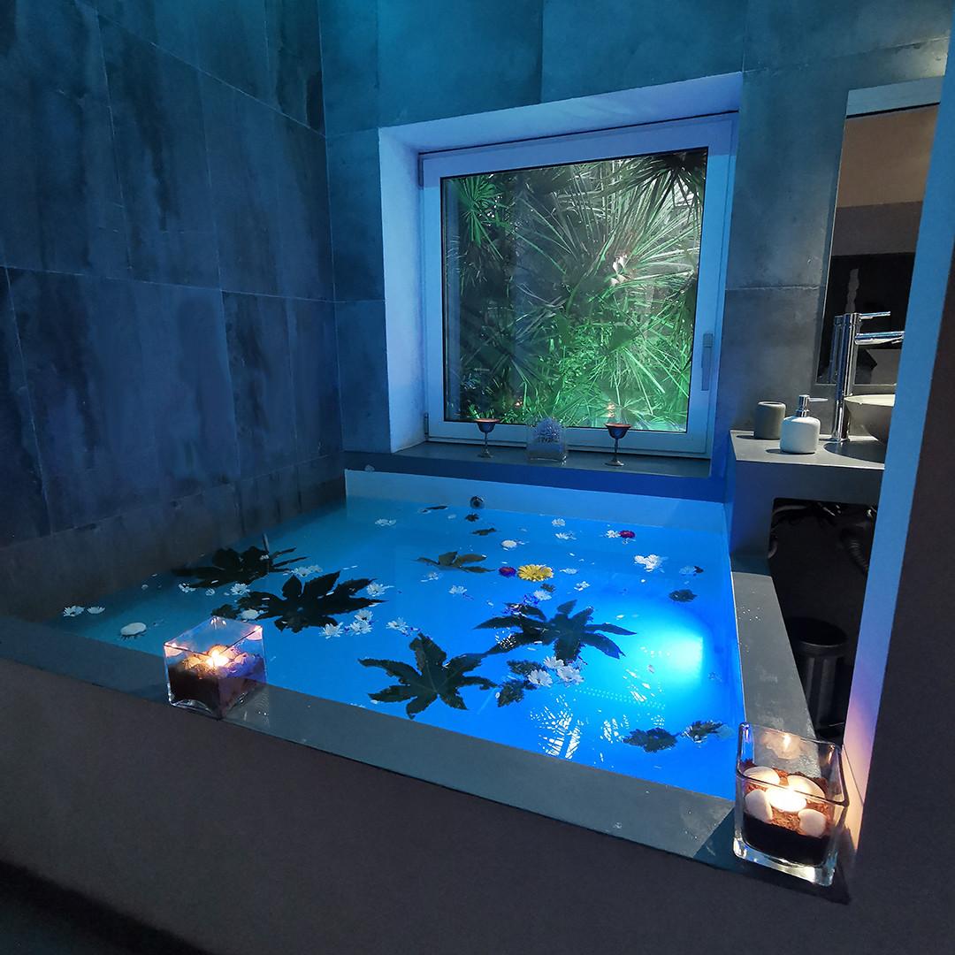 vasca blu verticale.jpg
