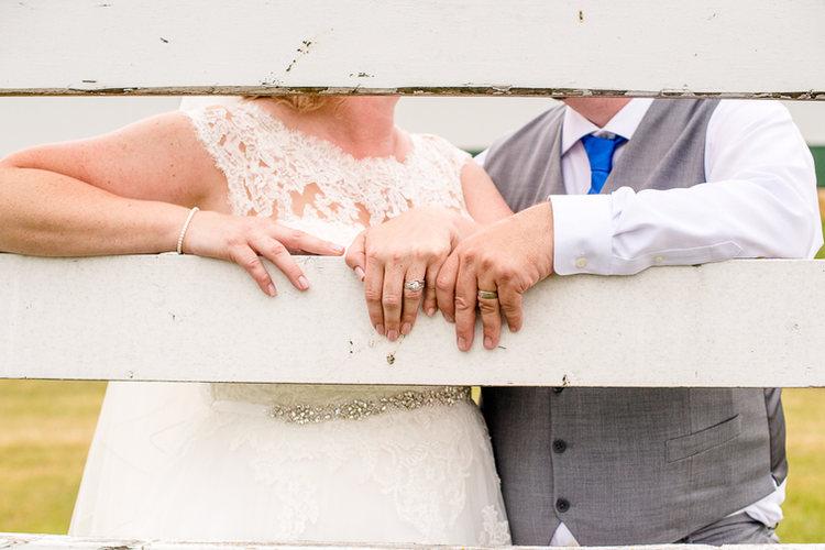 rustic-bride-groom-on-a-fence