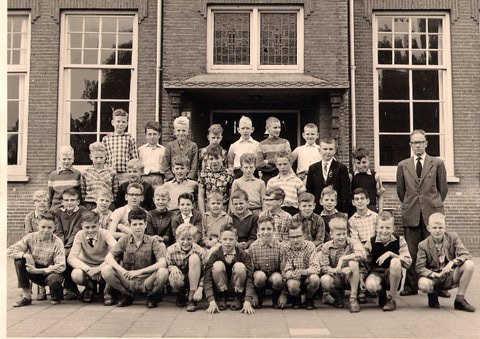 1959-1960 Klas 5 met Meester van Stijn.jpg