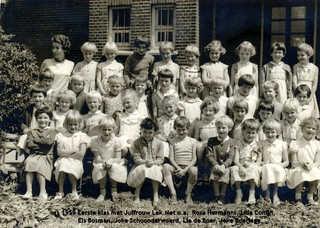 1959 Eerste klas met juffrouw Lek.jpg