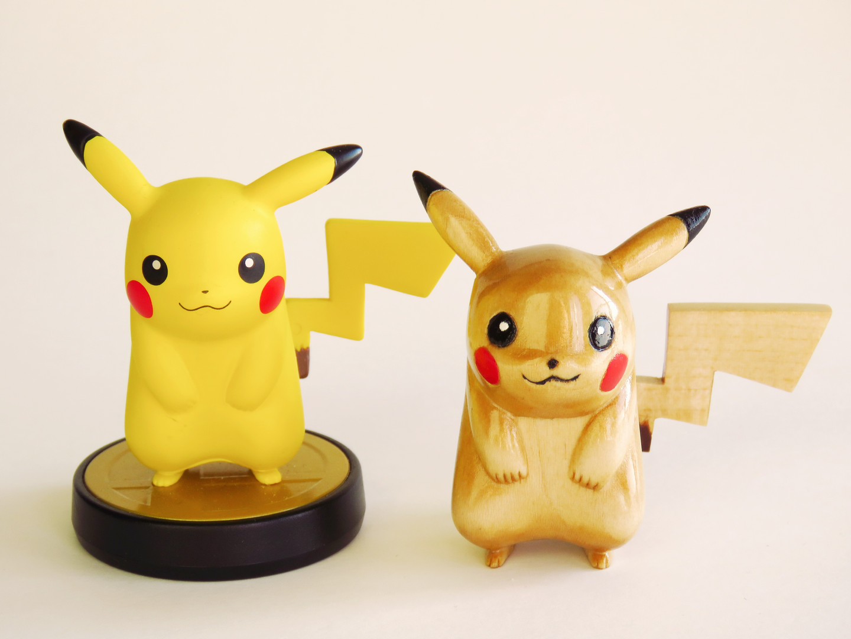 Pikachu Wood carving and amiibo