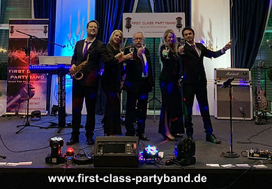 First-Class-Prtyband-Geburtstag.JPG