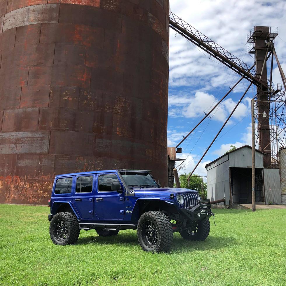 Blue_Lifted_Jeep_JL_Xclusive_Truck_Kusto