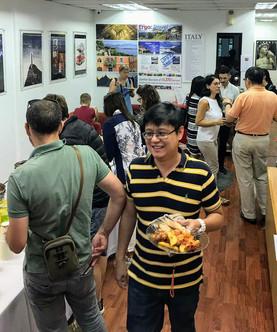 Italian social experience in Singapore