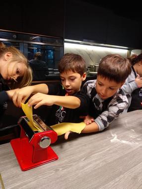 Kids teamworking together