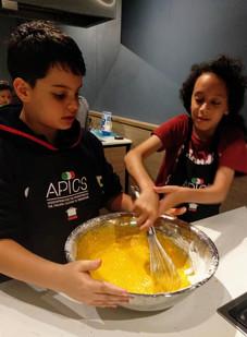 Kids teamwork cooking camp