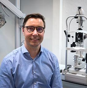 Leonard Classen, Keskusoptiikka, silmätautien erikoislääkäri