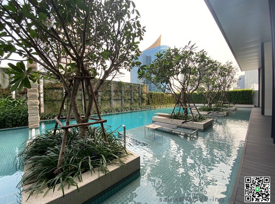 Tela Thonglor Swimming Pool.JPG