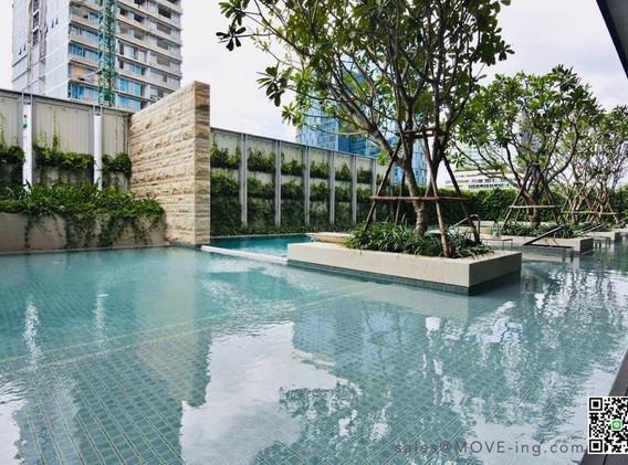 Tela Thonglor Swimming Pool ii.jpg