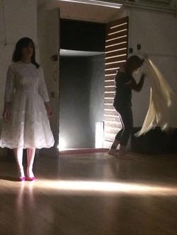 vale con il vestito da sposa