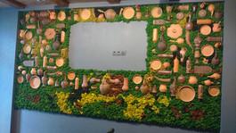 уникальная стена из мха в ресторане