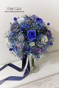 青い花のシックなブーケ