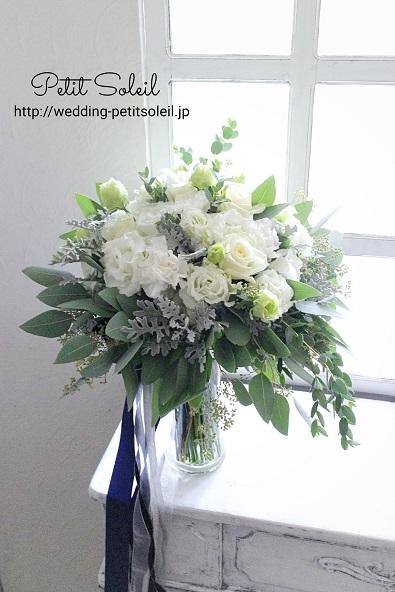 白い花とシルバーリーフのブーケ