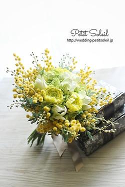 ミモザと黄色い花のクラッチブーケ造花)