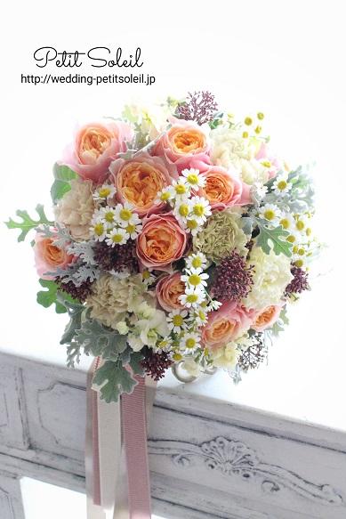 カップ咲バラと小花のクラッチブーケ