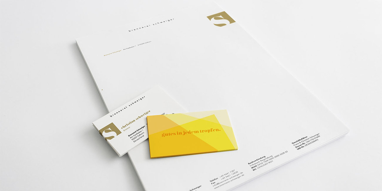 Branding Brennerei Schweiger, Geschäftsausstattung, Visitenkarten, Briefpapier, Designstudio Lohrer, Grafikdesign, Webdesign, Werbung, Werbeagentur, Nürnberg, Fürth, Corporate Design, Branding, Markenentwicklung, Markenstrategie, Logodesign, Verpackungsdesign, Geschäftsausstattung, Flyer, Plakate, Anzeigen, Design für Print und digitale Medien