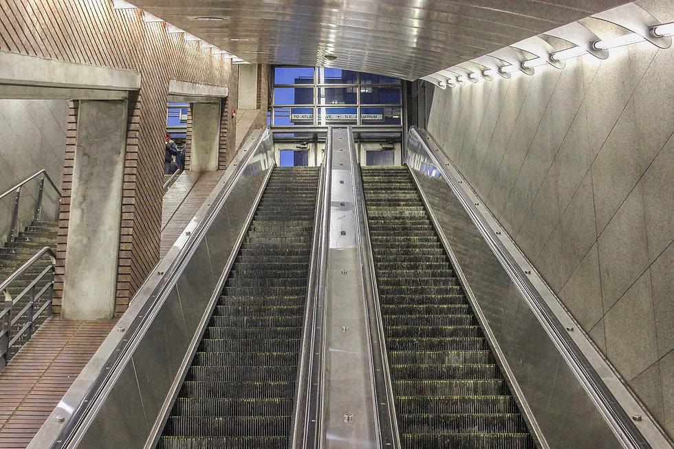 escalator-5019343_1280.jpg