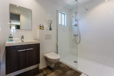 Paradera Park Deluxe Studio - Bathroom.j