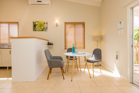 Paradera Park Two Bedroom Suite - dining