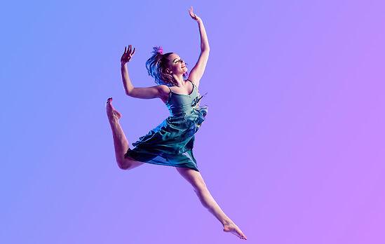 Tanssielokuvien näytös - kuratointi Kati Kallio, kuva: Mikaela Holmberg, malli Maria Joutsimo