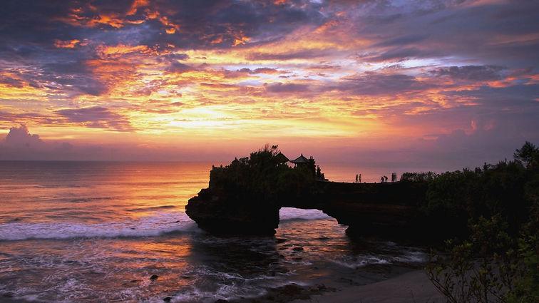 Seminyak - Sunset at Tanah Lot .jpg