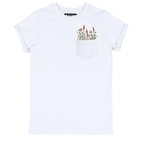 Белая футболка c вышивкой и карманом на груди
