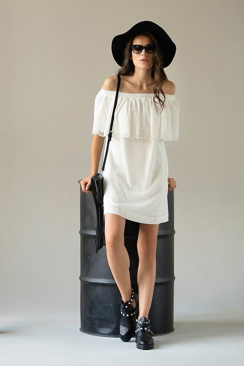 Платье белое с воланом