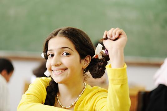 children-at-school-classroom_HtoxW3Fpro.