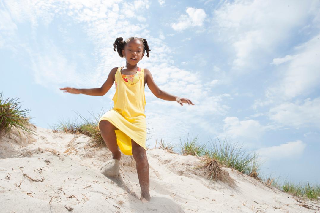 children-at-the-beach_rFQbcYUCHo.jpg