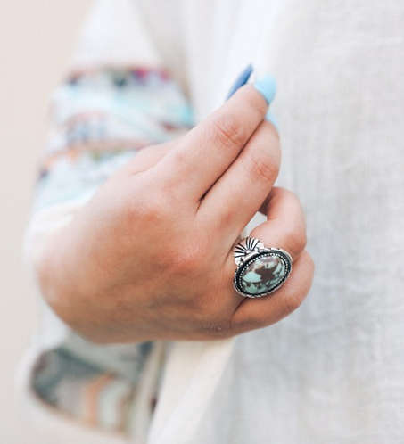 Bisbee Turquoise Oval Fashion Ring