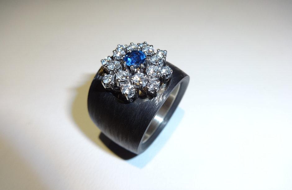 bijoux mémoire: carbon-ring mit alten edelsteinen