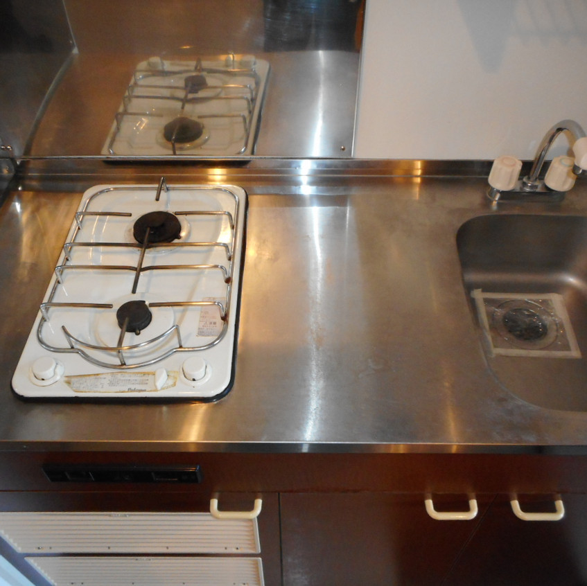 2口コンロの広いキッチン