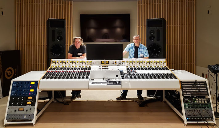 STEVE-AND-IAN-CAPITOL-CONSOLE-PICTUREFor