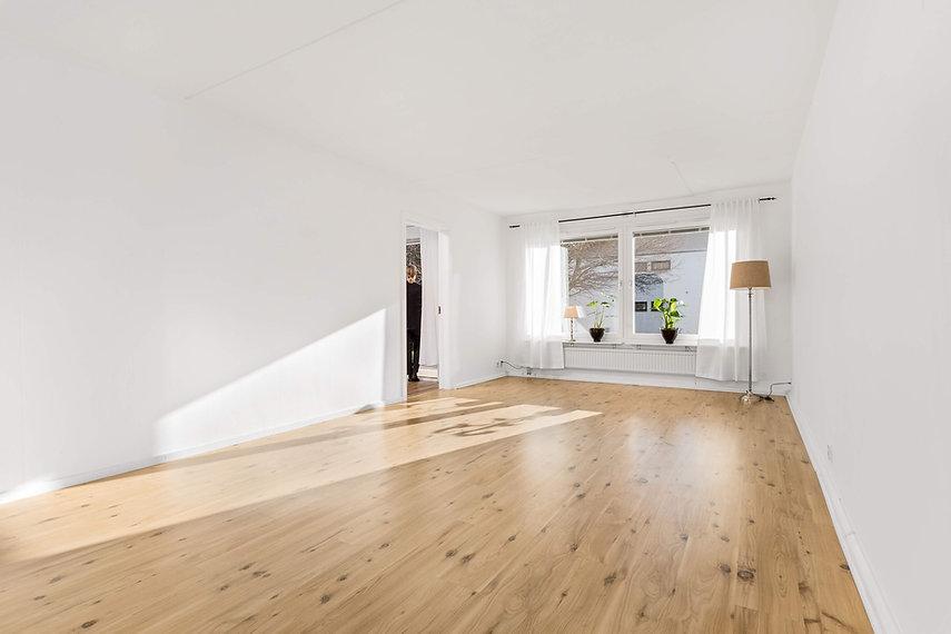 virtual staging living room before.jpg