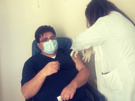 Οι Νέοι Γιατροί συνεχίζουν να εμβολιάζονται κατά της COVID-19