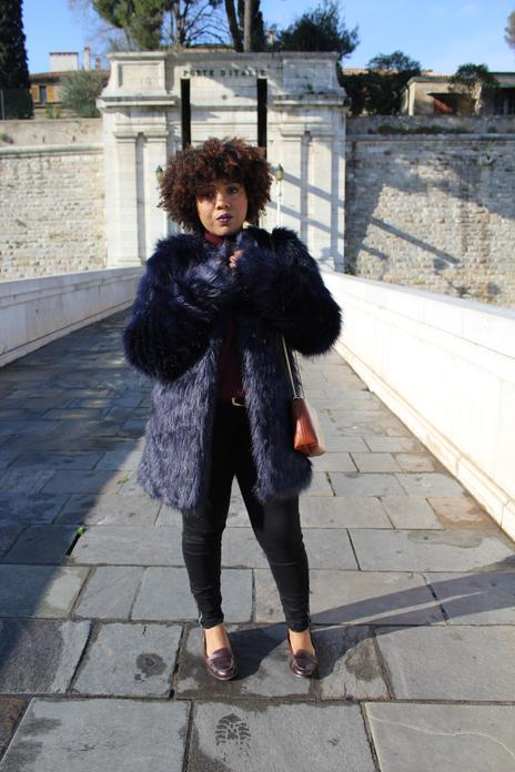 Blue faux fur hivernal