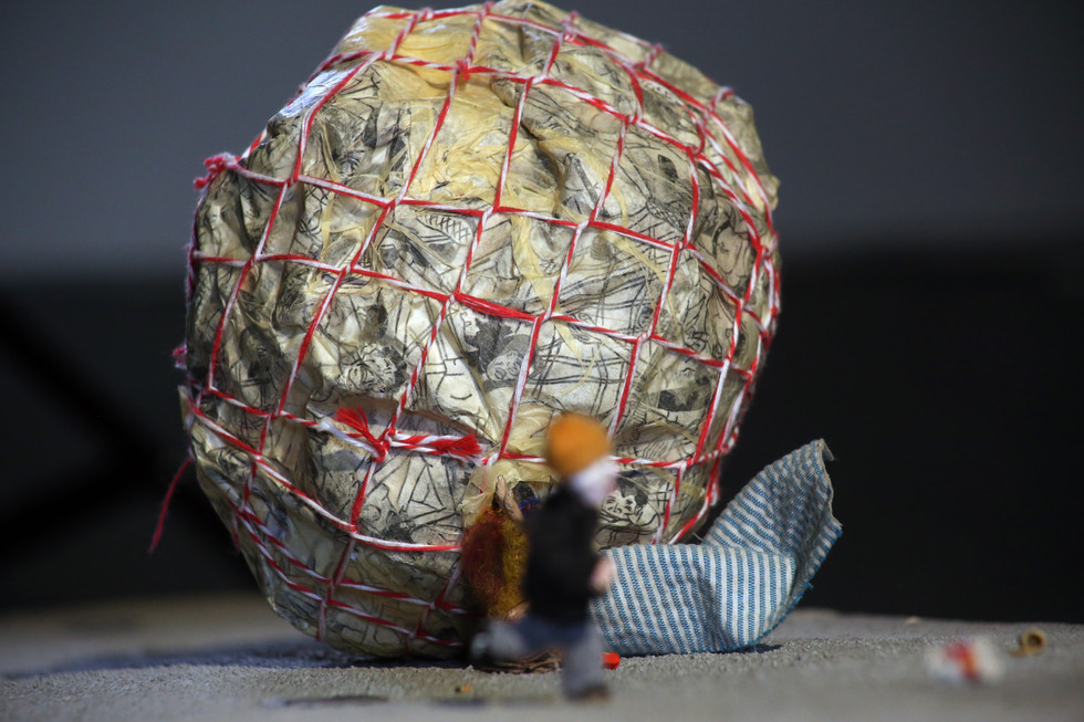 Trash Ball; Detail