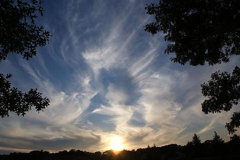clouds-2183512_1920.jpg