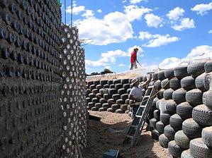 Michael-Reynolds_Earthship_construction.