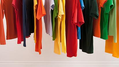 יש ימים שאני מסתובבת מדוכאת רק בגלל ריבוי הבגדים בכל החדרים
