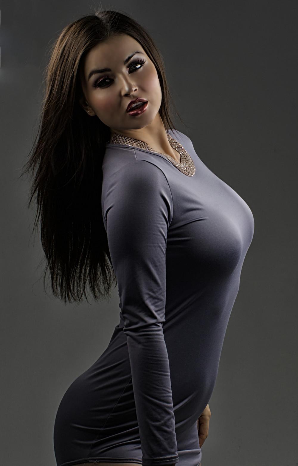 sexy model Veronica Lavery