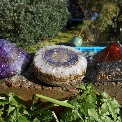 rose quartz and amethyst charging plate