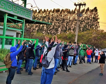 Metalúrgicos na Sidertec aprovam aviso de greve