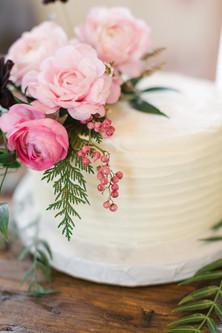Emma Lea Floral - Connie Whitlock- Della Terra Wedding- Colorado  | Cake Flowers | Ranunculus | Pink | Evergreen | Pepperberry |
