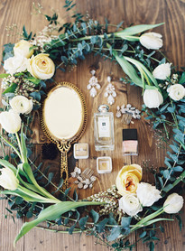 Emma Lea Floral- The Styled Soiree- Carrie King Photography- Wild Canyon Ranch Winter Wedding | Garden Rose | Eucalyptus | Tulip | Ranunculus | Green, White, Gold | Bridal Detail | Floral Wreath |