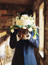 Emma Lea Floral- The Styled Soiree- Carrie King Photography- Wild Canyon Ranch Winter Wedding | Garden Rose | Eucalyptus | Tulip | Ranunculus | Green, White, Gold | Cake |