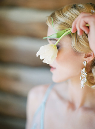 Emma Lea Floral- The Styled Soiree- Carrie King Photography- Wild Canyon Ranch Winter Wedding | Boudoir | Veil | Garden Rose | Eucalyptus | Tulip | Ranunculus | Green, White, Gold |